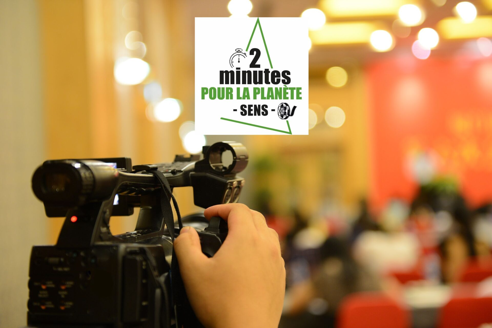 camera filmant un plateau : clôture festival 2 minutes pour la planète